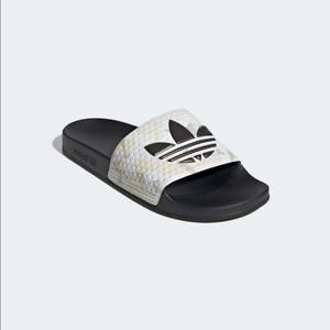 adidas Originals Adilette Men Slides Sand Camo Mande in Italy FW4391