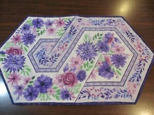 """Hand Made Quilted Table Runner/ Topper / Mat ~ Floral ~ 17"""" x 29.5"""""""