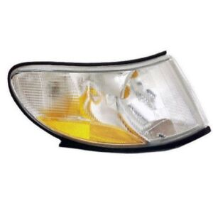 Front Right Turn Signal Light Assembly 4676466 URO 87262 For Saab 9-3 1999-2003