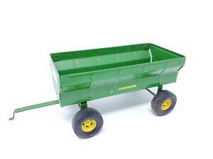 Ertl Farm Toy John Deere Flare Box Wagon Green 1/16 Scale Pressed Steel