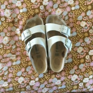 Birkenstock Arizona Slip-on Sandals Size 39 White Leather Uppers