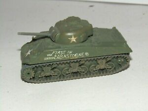RARE CORGI FIGHTING MACHINES WWII  US SHERMAN TANK BASTOGNE MINT CONDITION