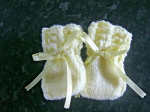 HAND KNITTED BABY MITTENS IN LEMON SIZE 0-3 MONTHS (6)