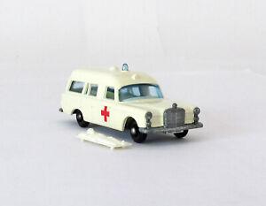 Vintage Lesney Matchbox 3 Mercedes Benz Ambulance & Patient Regular Wheel N MINT
