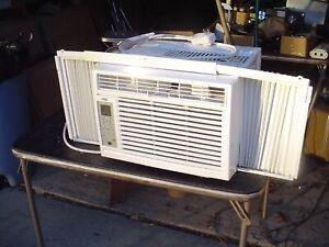 DJ - Arctic King 5000 btu/h 110V Window Air Conditioner