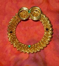 Vintage 1970S Gold Wire Loop with Emeralds Garnets Goldtone Christmas Wreath Pin