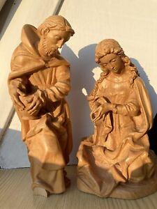 Zwei schöne holzgeschnitzte Krippenfiguren: Maria und Josef