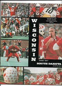 1975 WISCONSIN BADGER FOOTBALL PROGRAM VS SOUTH DAKOTA (JS)