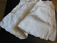 ancienne culotte short dentelle à nettoyer teindre ou recup broderie B2