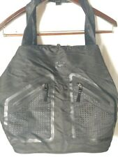 UNDER ARMOUR Duffle Bag Travel Gym Carry Straps EUC inner case and bag.