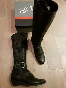 Superbes bottes ARCHE cuir noir effet irisé P38  - Val 360 €