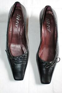 Escarpins femme, BEE FLY, cuir noir,  pointure 37, belle qualité. Parfait état.