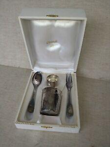 service Christofle en métal argenté modèle coquille, rond de serviette, gobelet