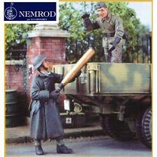 Nemrod German Artillerymen Loading Shell N35021 1/35 scale resin model figures
