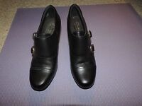 CLARKS SHOES Bendables Black Leather Double Brass Buckle Ankle Boots SIZE 8 M