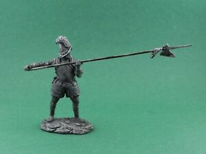 Tin toy soldier Spanish infantryman with a halberd. Metall sculpture 54 mm