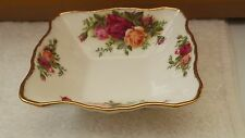 SMALL ROYAL ALBERT SQUARE SWEET / Butter Dish in Old Country Roses PATTERN