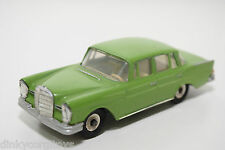 DINKY TOYS 186 MERCEDES BENZ 220SE 220 SE GREEN CONDITION REPAINT