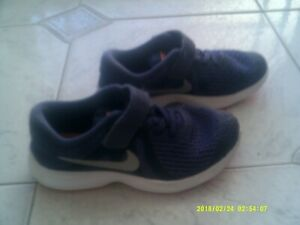 "GIRLS ""NIKE"" PURPLE REVOLUTION 4 SNEAKERS/SHOES  SIZE   12C US"