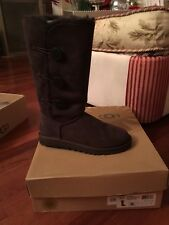 Uggs WBailey Button Triplet Size 9