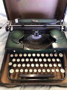 1930's antique Royal green vintage typewriter W / Case # P277296