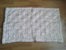 Petite couverture piquée ancienne, laine; édredon; boutis; couvre lit.
