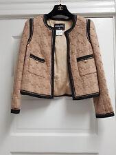 CHANEL 4.8K 08A PARIS-LONDRES Beige Houndstooth Tweed Jacket, size 36