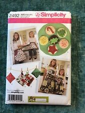 Simplicity Mom & Daughter Aprons Pot Holder,Sachet, Cookies 2492 UNcut