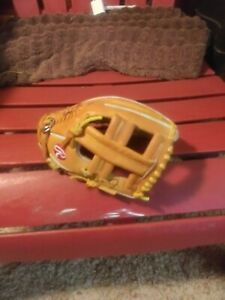 New Rawlings Baseball glove. XXXsm.Smallest one you will ever find!!!