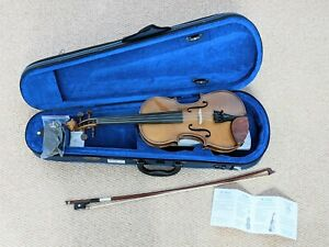New Stentor Violin Outfit Student 1 1/2 1400/E 1/2 Size Violin Case/Strap/Bow