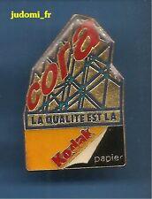 Pin's pin KODAK PAPIER CORA LA QUALITE EST LA (ref 039)