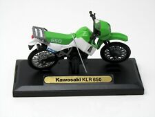 Modelo de Motocicleta 1:18 Kawasaki KLR 650 Verde Motormax 76205