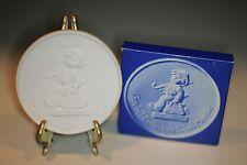hummel collectors club plaque