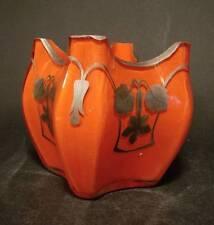 Jugendstil Vase, ca. 1900. Mundgebl. orange unterfangenes Glas. Silberbemalung.
