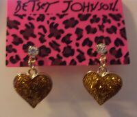 BETSEY JOHNSON VALENTINE GOLD TONE COLOR HEART CRYSTAL STUD EARRINGS NWT