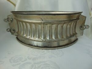 VINTAGE FRENCH METAL FLUTED 24cm RAISED GAME PIE MOULD WITH BASE & CLIPS