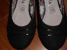 TISSAIA chaussures noires  neuves P 36 intérieur cuir