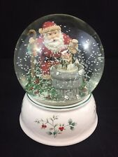 Pfaltzgraff Winterberry Santa Claus Musical Snow Globe Christmas
