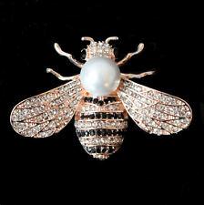 Prächtige Brosche mit Biene mit weißer Perle und Kristallen, roségoldfarben