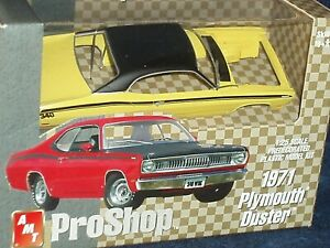 AMT PRO SHOP 1971 PLYMOUTH DUSTER 340 YELLOW 1/25 PREPAINTED PLASTIC MODEL KIT