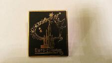 Tinker Bell flying over Sleeping Beauty castle 12 Avril 1 00004000 992 Euro Disney Pin