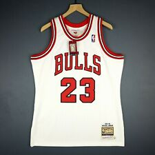 ce26b88d0535 100% Authentic Michael Jordan Mitchell Ness 95 96 Bulls Jersey Size 44 L  Mens