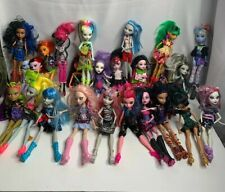 Mattel Monster High Lot of 25 Dolls In Excelente Condition With Clothes & Shoes