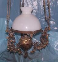 Antico grande elegante lampadario in stile Liberty in bronzo paralume in opalina