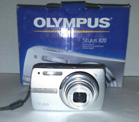 CLEARANCE Olympus Stylus 820 8MP Digital Camera (Silver) 5X Optical Zoom EX