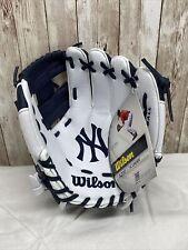 New listing Wilson A200 baseball/t-ball glove, age 7 & under.  NWT. New York Yankees Edition