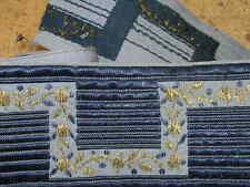 1,65m de ruban ancien tissage de soie bleue et broderie de fils d'or largeur 6cm