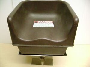 BROWN CAMBRO KIDS RESTAURANT CHILD BROWN PLASTIC BOOSTER SEAT