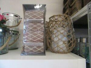 4 maritime Kerzen saharafarben Aufdruck Strick mit Knoten weiß 110/60 mm groß