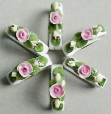 Ronds de serviette en porcelaine par 6—Décor floral relief—Début XXe